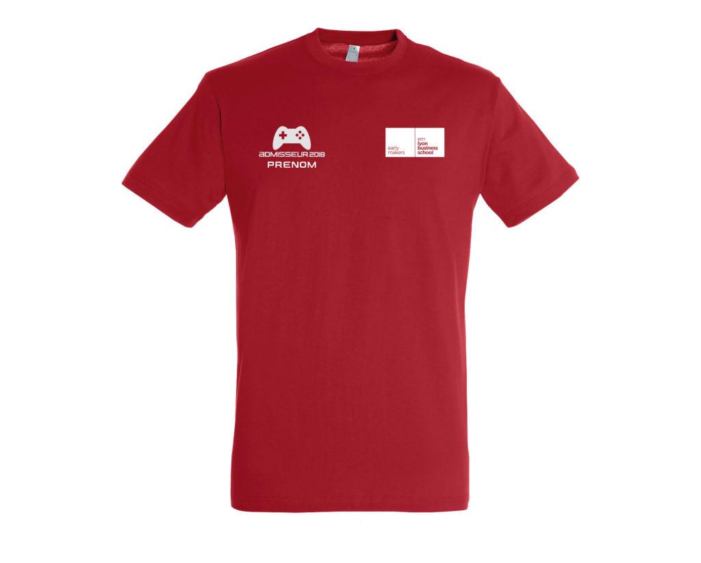 Maquette 2 logos face sur t shirt rouge